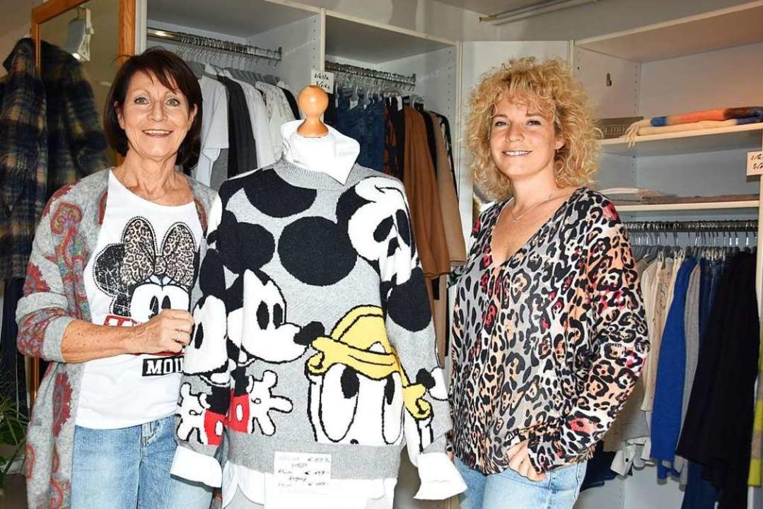Elwira Steinwarz (links), Inhaberin von Voilà Moden, mit ihrer Tochter Simone  | Foto: Andrea Steinhart