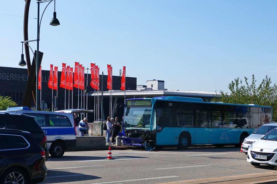 Busunfall auf der Kinzigbrücke  | Foto: Ralf Burgmaier
