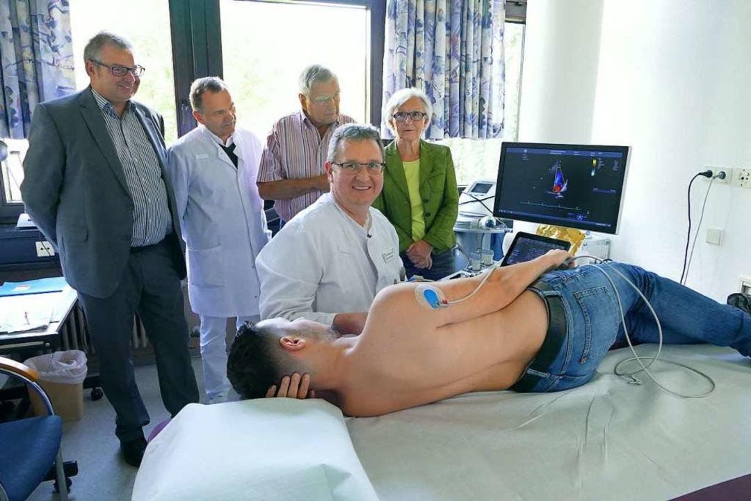 Daniel Schlittenhardt, der Ärztliche D...erverein Pro Spital (hinten von links)    Foto: Axel Kremp