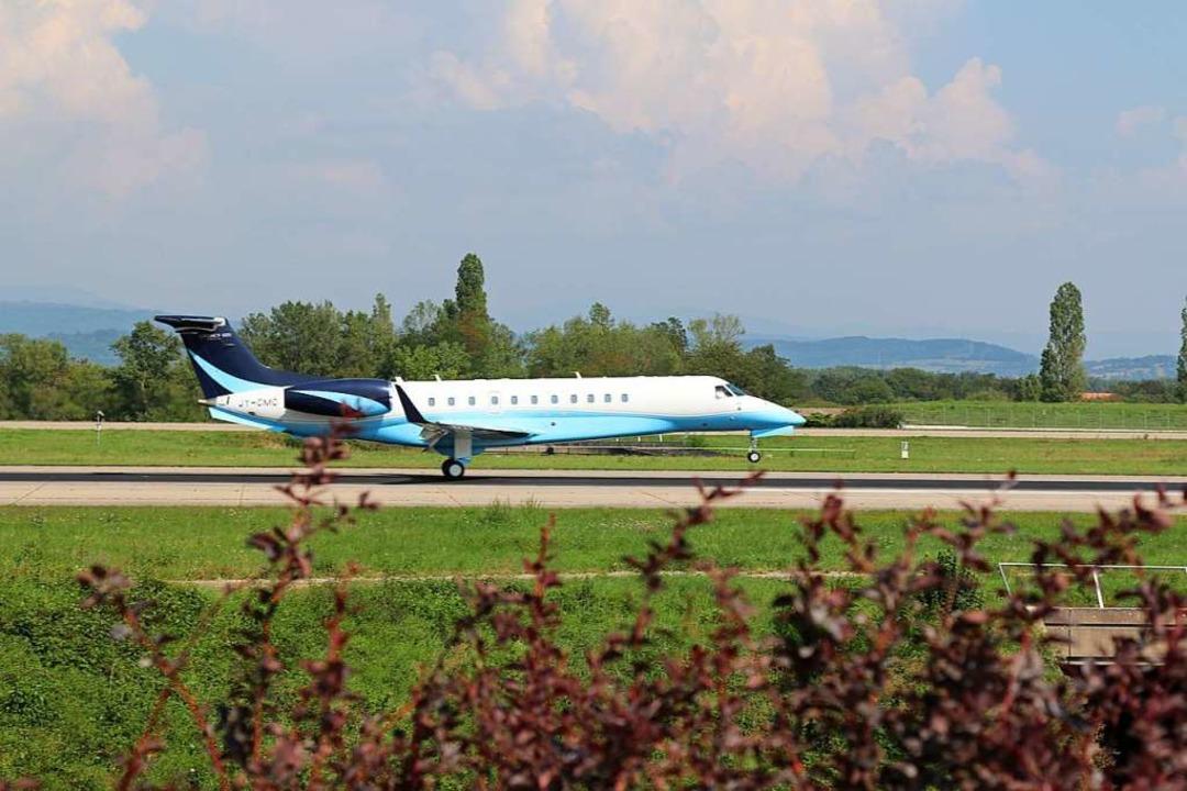 Eine Maschine des brasilianischen Flug...er sieht man in Basel nicht alle Tage.  | Foto: Katharina Kubon