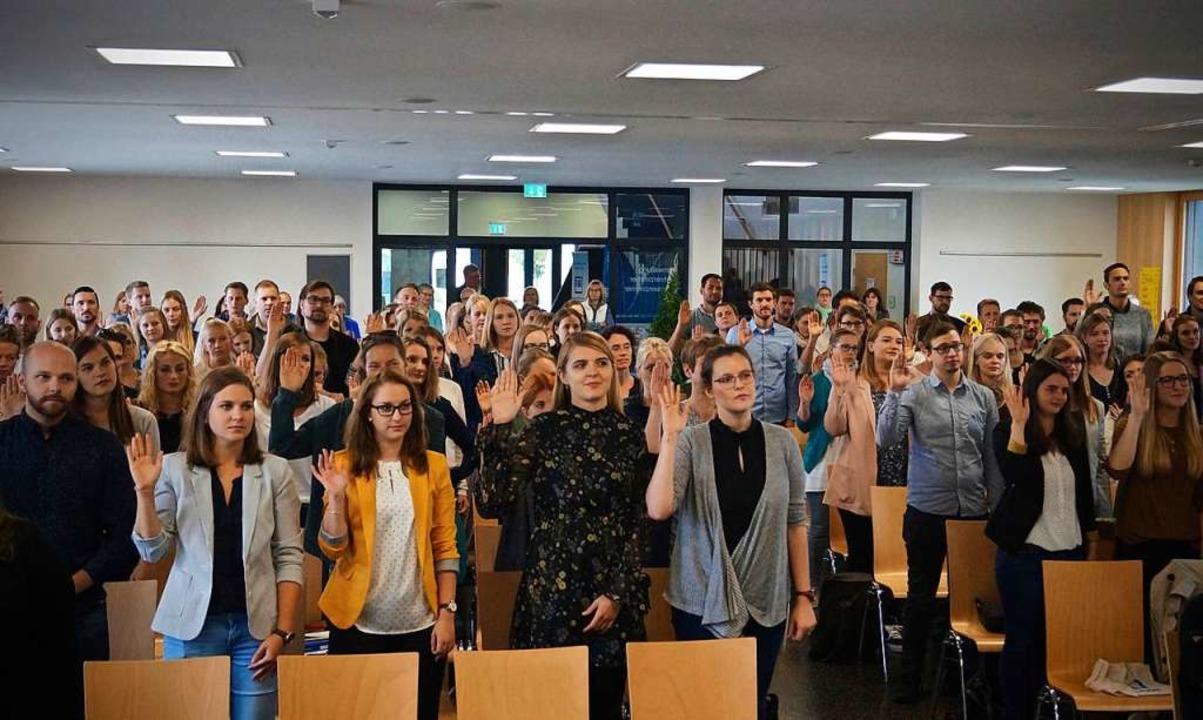 Die neuen Lehrkräfte bei der Vereidigung  | Foto: Christine Storck-Haupt