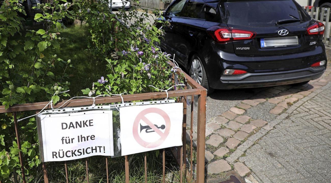 Anwohner der Wittumstraße bitten um Rücksicht.  | Foto: Christoph Breithaupt