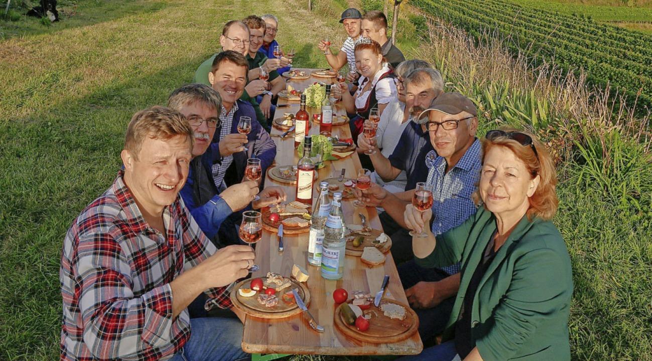 Weinkönigin, Bürgermeister und Vereins... ein gutes Gelingen beim Weinfest an.     Foto: Sandra Decoux-Kone