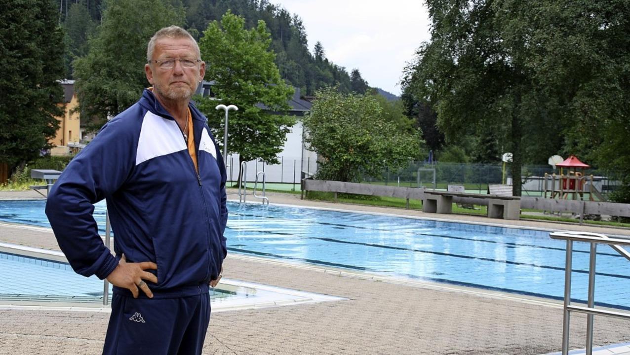 Schwimmmeister Olaf Schwandt zeigte si...odtmooser Aqua-Treff  sehr zufrieden.   | Foto: Andreas Böhm