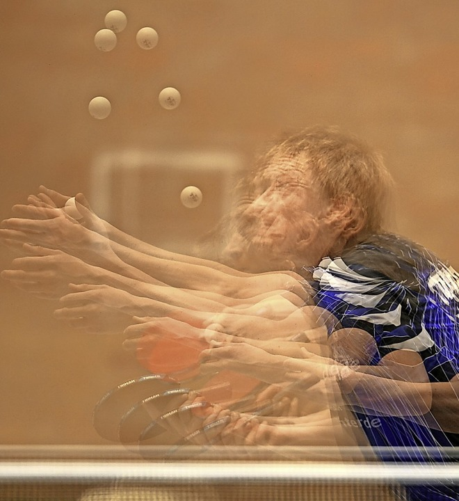 Spiel mit sechs Bällen und vielen Händ...Hand und einem Ball ist schwer genug.   | Foto: Patrick Seeger