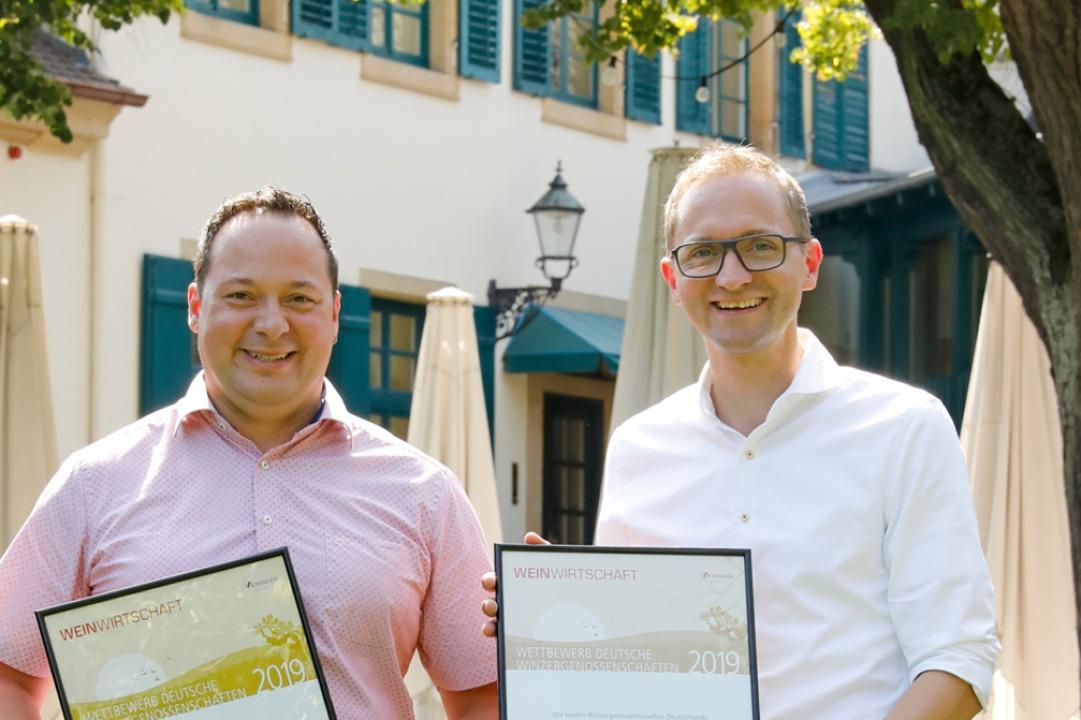 Denis Kirstein (rechts), Geschäftsführ...ch über den Erfolg beim Leistungstest.  | Foto: MELANIE HUBACH