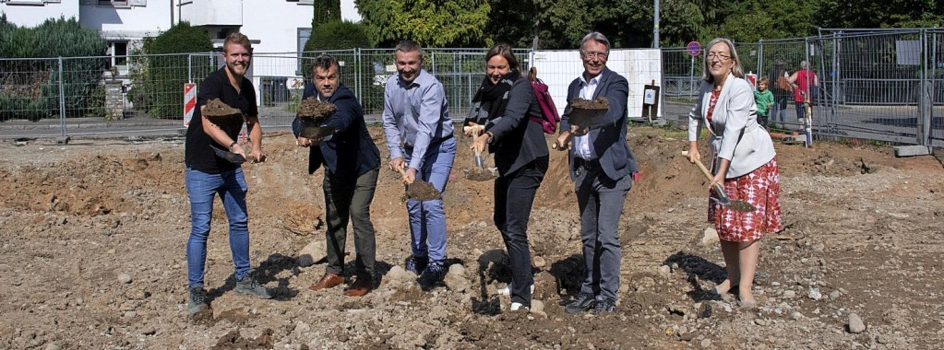 Der Startschuss für den Neubau eines M...dem symbolischen Spatenstich gefallen.  | Foto: Volker Münch