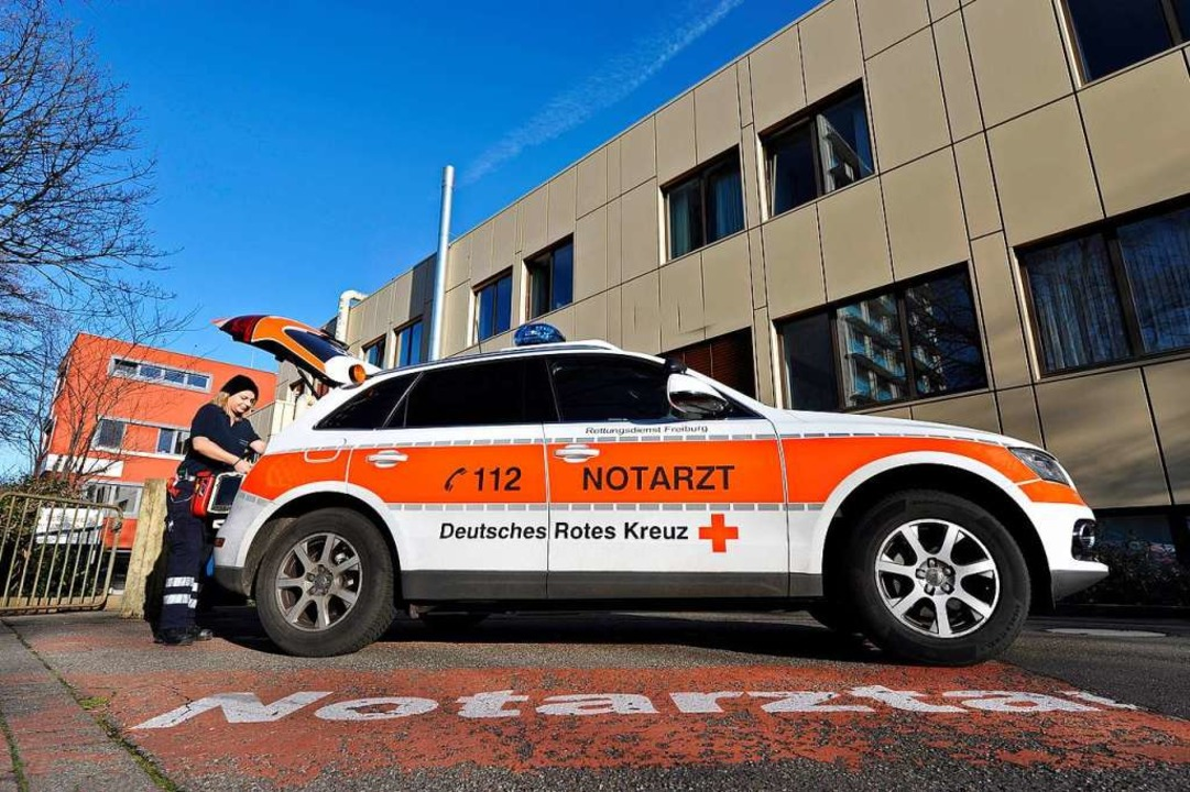 Notarztfahrzeug vor dem Freiburger St. Josefskrankenhaus    Foto: Thomas Kunz