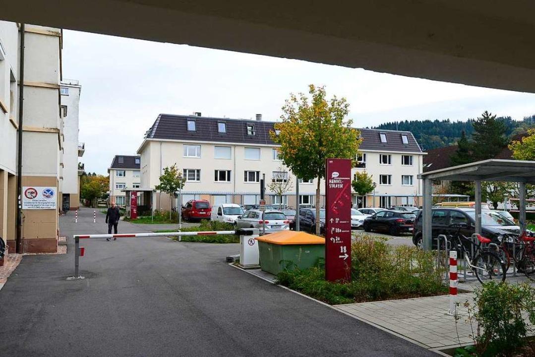 Das Studentenwohnheim an der Händelstr...ngsbeirat der Stadt mit Legebatterien.  | Foto: Ingo Schneider