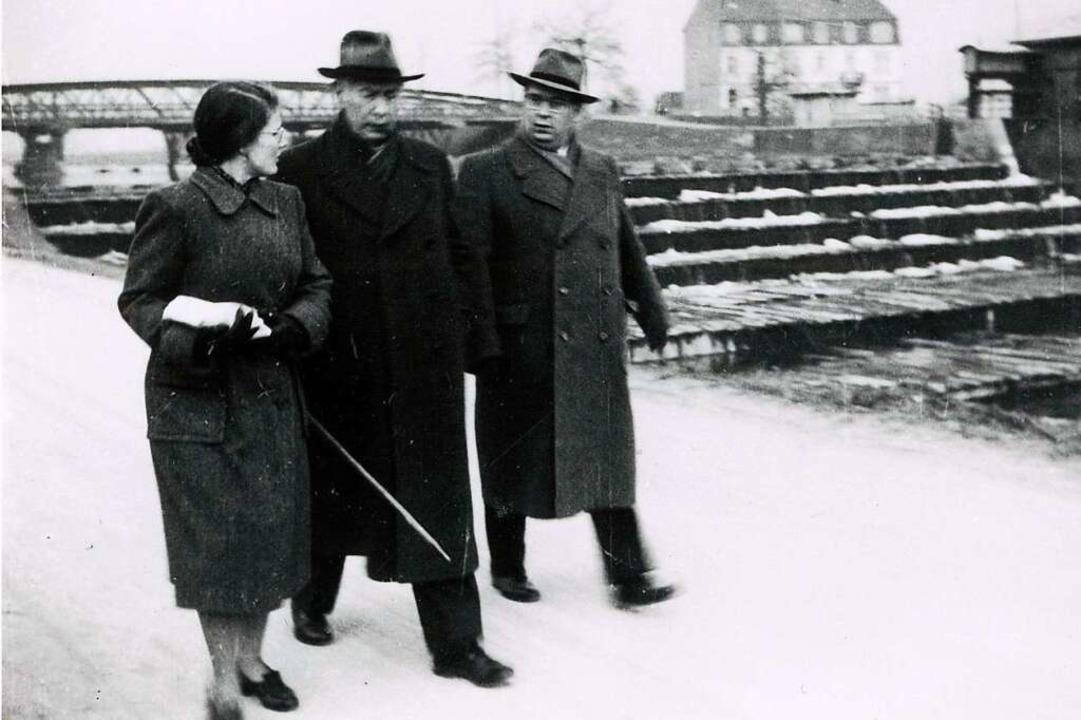 Heuss' Sohn Ernst Ludwig (rechts...inem Besuch in den 50ern an der Wiese.  | Foto: Sammlung Dreiländermuseum