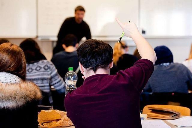Lehrer und Schulpsychologe zur Oberstufe: