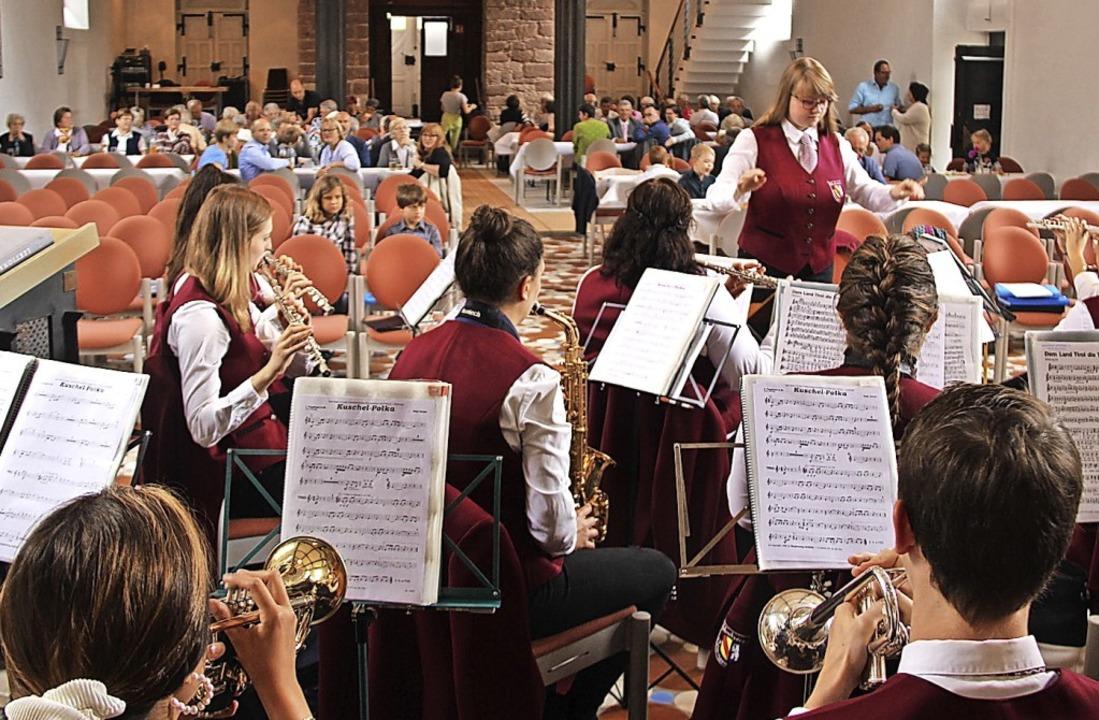 Musik gehörte dazu beim Gemeindefest in Bötzingen.   | Foto: Horst David