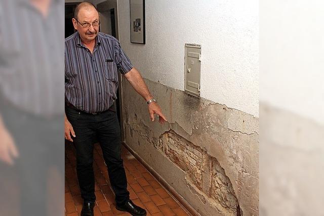 Löcher in der Wand