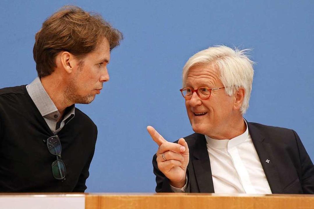 Christoph Hey (links) , Projektleiter ...schland, zu Beginn der Pressekonferenz  | Foto: Wolfgang Kumm (dpa)