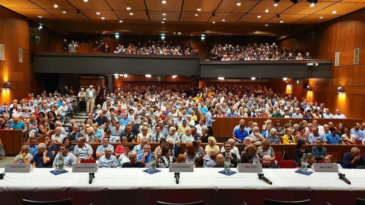Mit 850 Besuchern war das Parktheater voll besetzt.  | Foto: Karl-Stephan Kovacs
