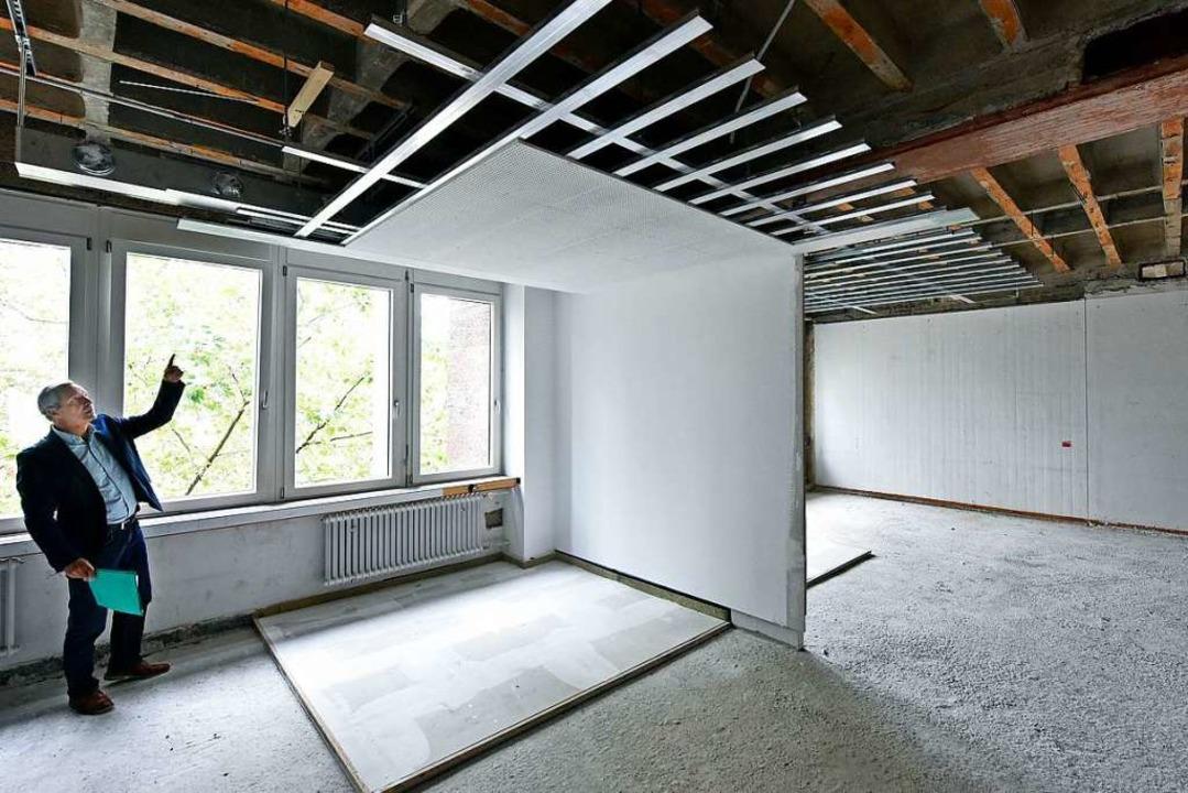 Das KG II ist teils schon leer. An ein... wie künftig die Büro-Decken aussehen.  | Foto: Michael Bamberger