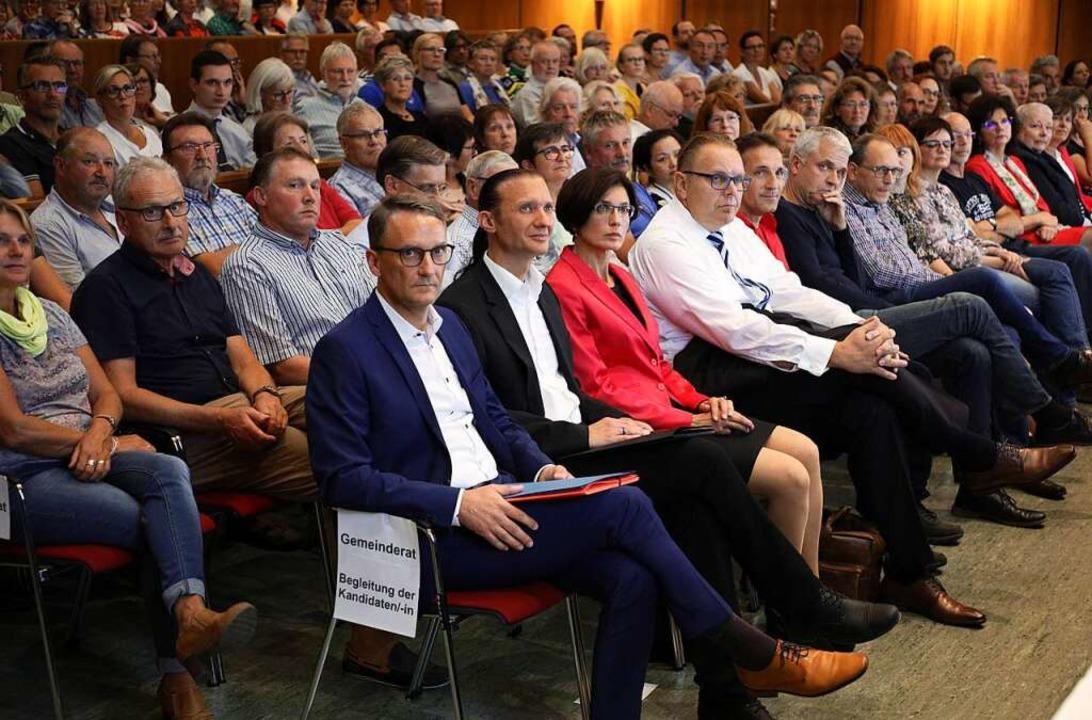 Bei der Begrüßung durch den amtierende...it, Guido Schöneboom und Lukas Oßwald.  | Foto: Christoph Breithaupt