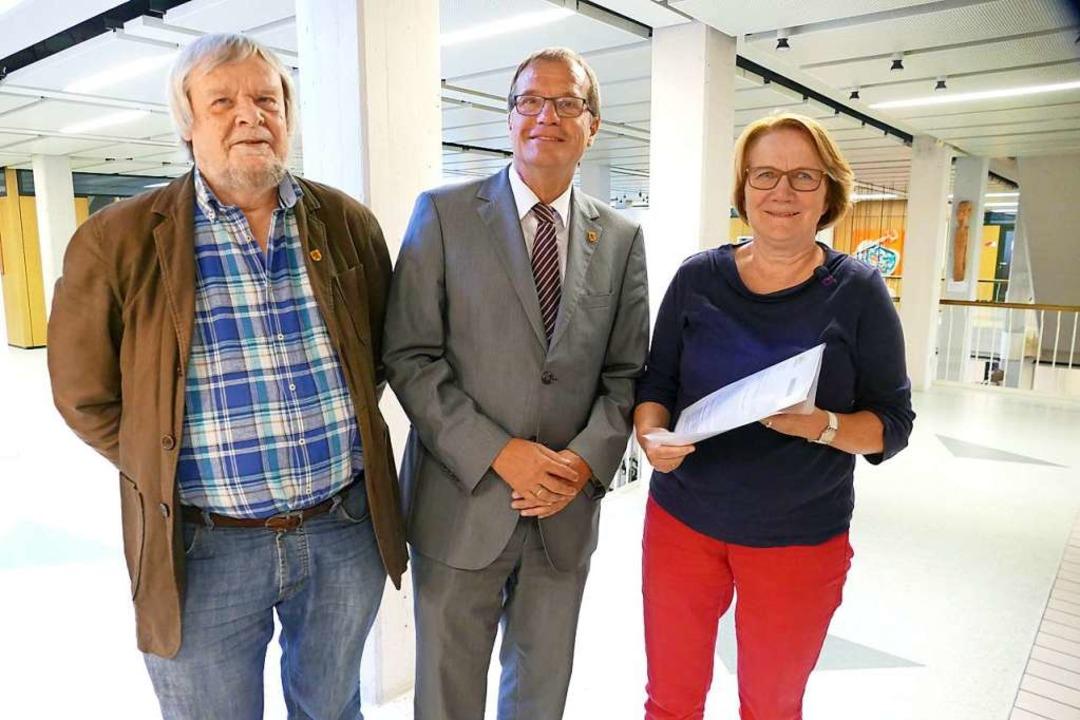 Gemeinsam gegen den Klimanotstand: Die... an Oberbürgermeister Klaus Eberhardt.  | Foto: Ingrid Böhm-Jacob