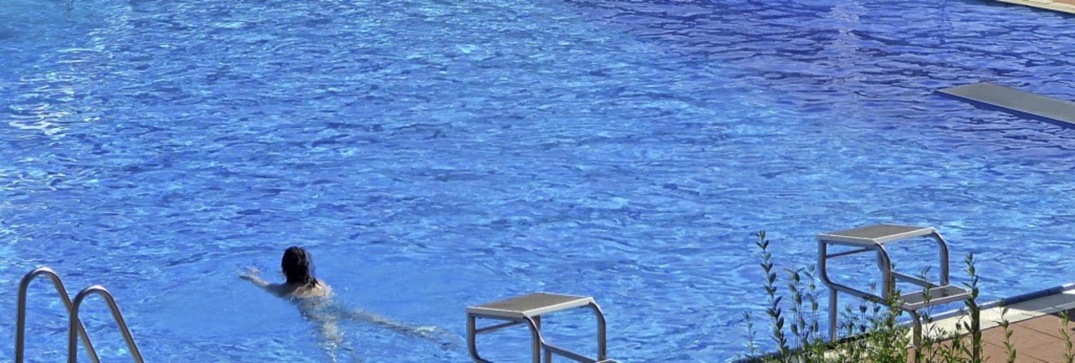 Die Schwimmbadsaison geht zu Ende, der...den Becken trotz schönem Wetter auch.     Foto: Roland Gutjahr