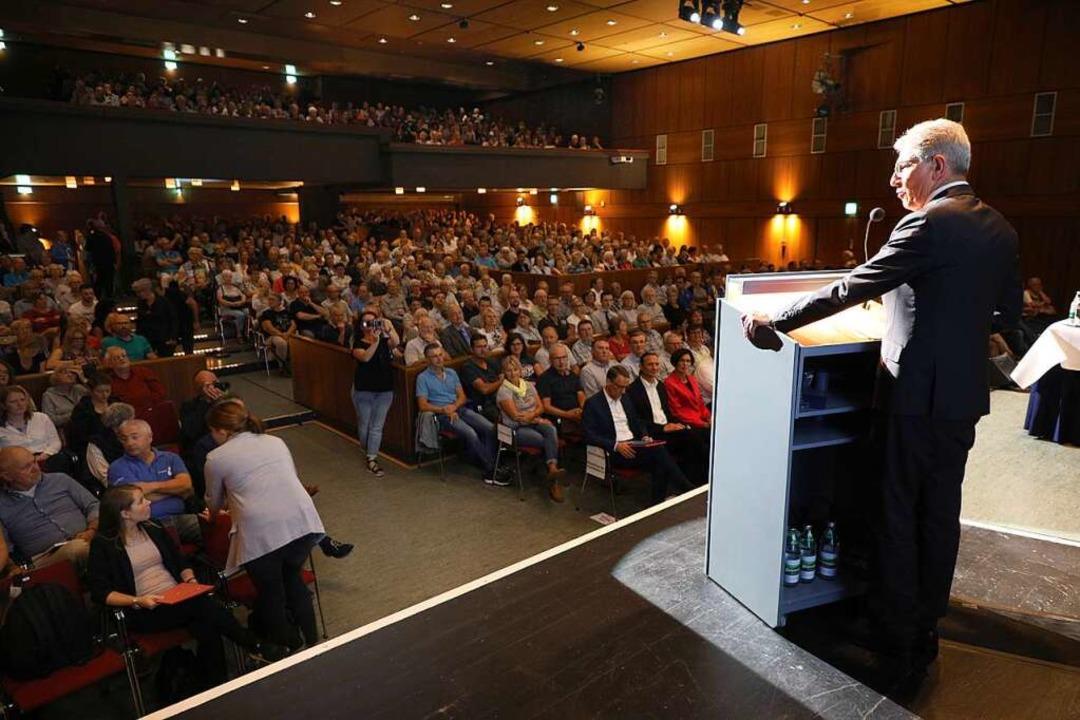 Noch-OB Müller bei der Begrüßung im Parktheater  | Foto: Christoph Breithaupt
