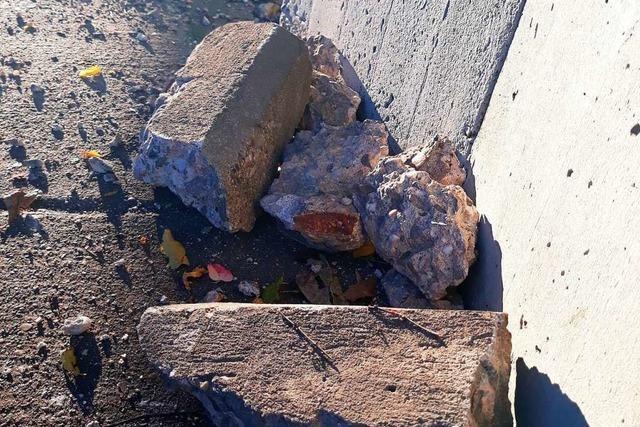 Betonbrocken löst sich von B31-Brücke und zerschellt auf dem Radweg