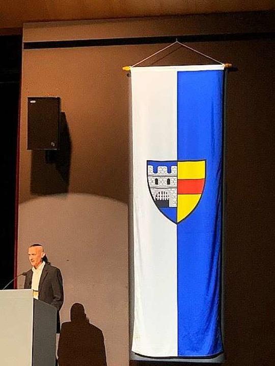 Die Lahrer Flagge hängt falsch herum.  | Foto: Frank Neumeister/Privat