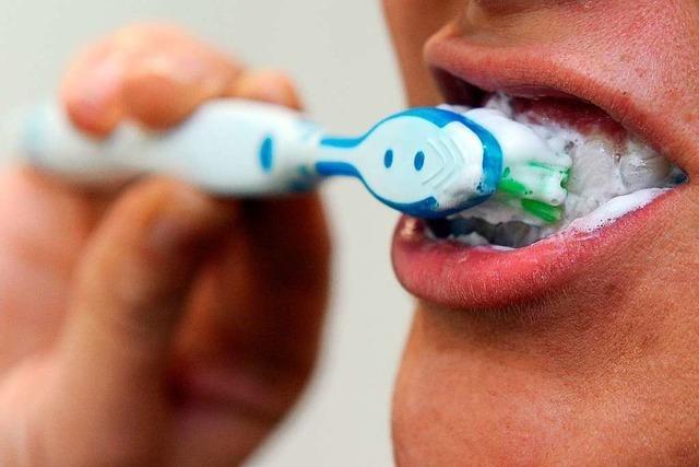 Darf man mit einer elektrischen Zahnbürste kürzer putzen?