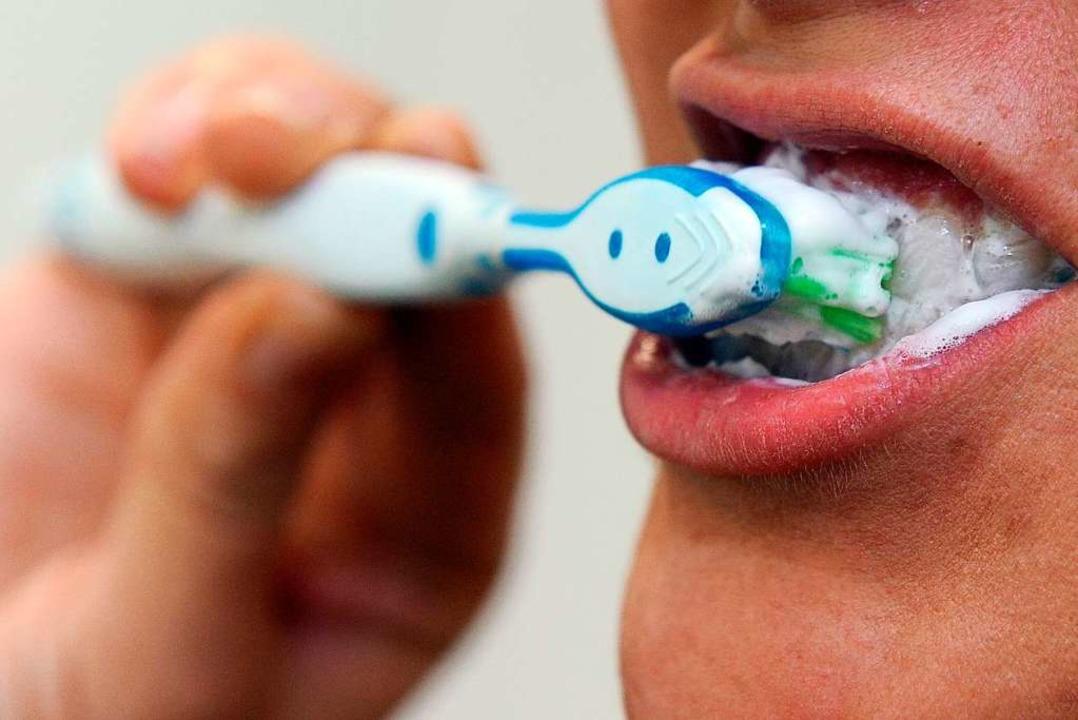 Auch mit einer elektrischen Zahnbürste...eln putzen – sagt eine Expertin.    Foto: Caroline Seidel