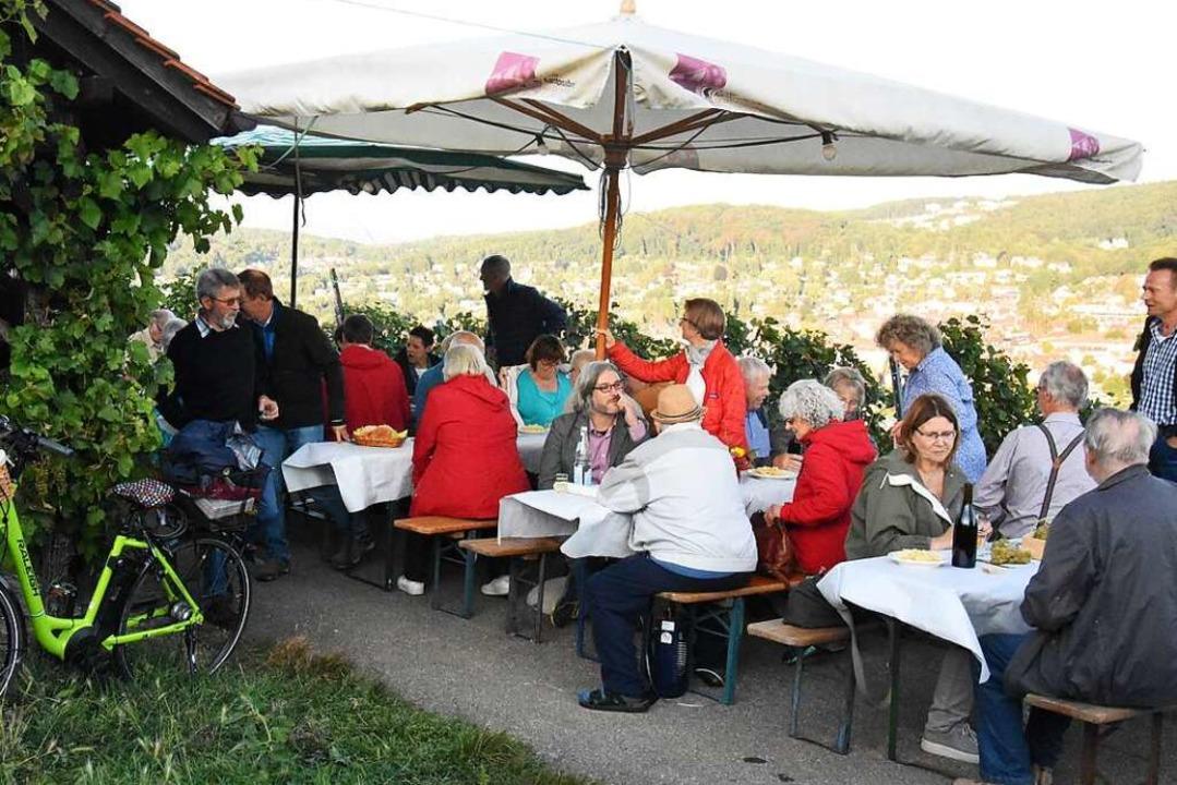 Der Ausklang der Rebbegehung beim Bammerthüsli in Tüllingen    Foto: Kathrin Ganter