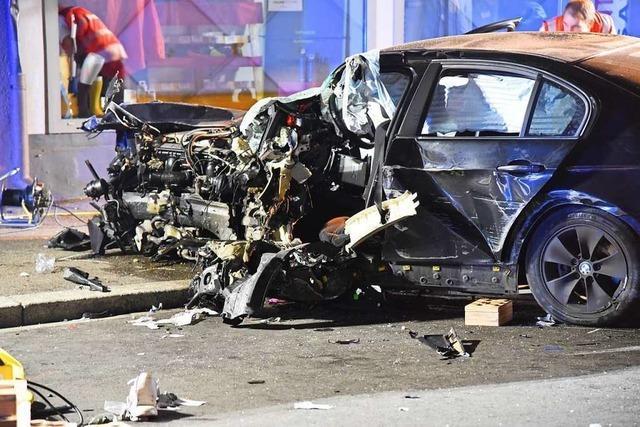 Schwerer Autounfall in der Rheinfelder Innenstadt mit vier Verletzten