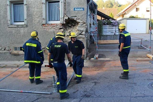 Autofahrer prallt gegen Hauswand in Bötzingen – Bewohner evakuiert