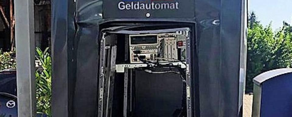 Unbekannte sprengen nachts einen Geldautomat in Weisweil