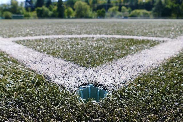Wie stehen Fußballvereine zu den Risiken von Kunstrasenplätzen?