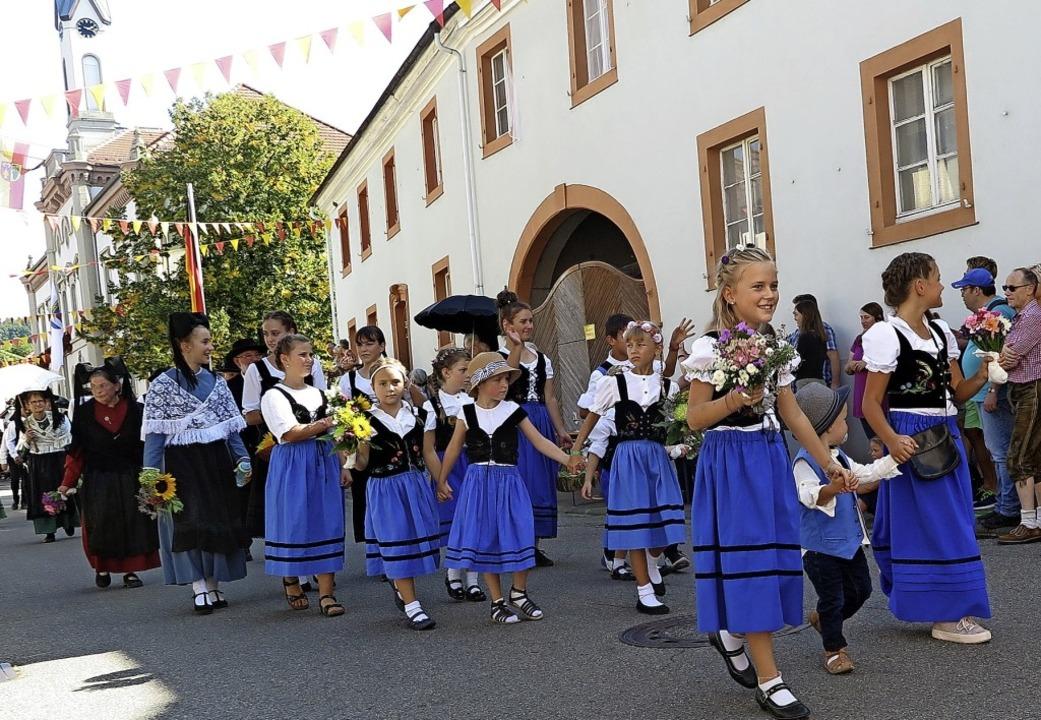 Die Trachtengruppe Auggen eröffnete de...on Hannah Danzeisen und Paul Borkowski    Foto: Beatrice Ehrlich