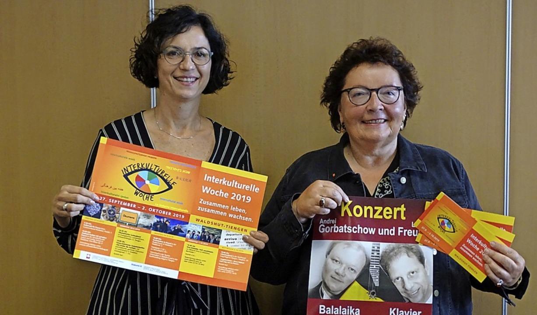 Sie haben das  Programm für die interk...n Pfeiffer (links) und Anneli Ahnert.   | Foto: suedkurier