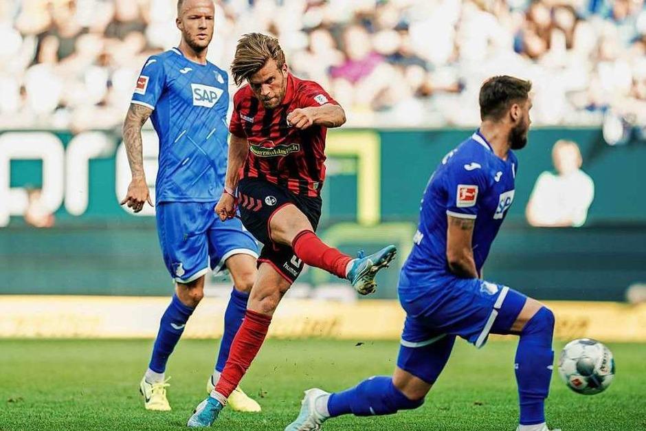 Gegen die TSG 1899 Hoffenheim gewinnt der SC Freiburg auch in der Höhe verdient mit 3:0. Taktisch exzellent eingestellt können sich die Freiburger gegen schwache Hoffenheimer durchsetzen. (Foto: Uwe Anspach (dpa))