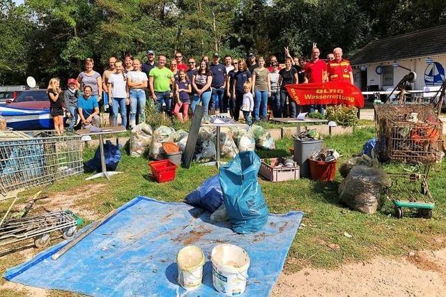 Helfer sammeln beim RhineCleanUp mehrere Tonnen Müll – und eine Schusswaffe