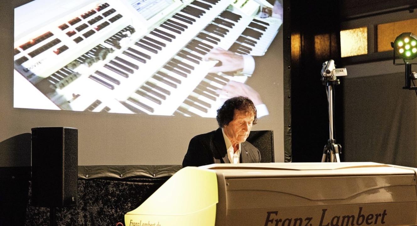 Virtuose Franz Lambert begeisterte im Orgelbauersaal die Zuhörer.   | Foto: Gabriele Zahn