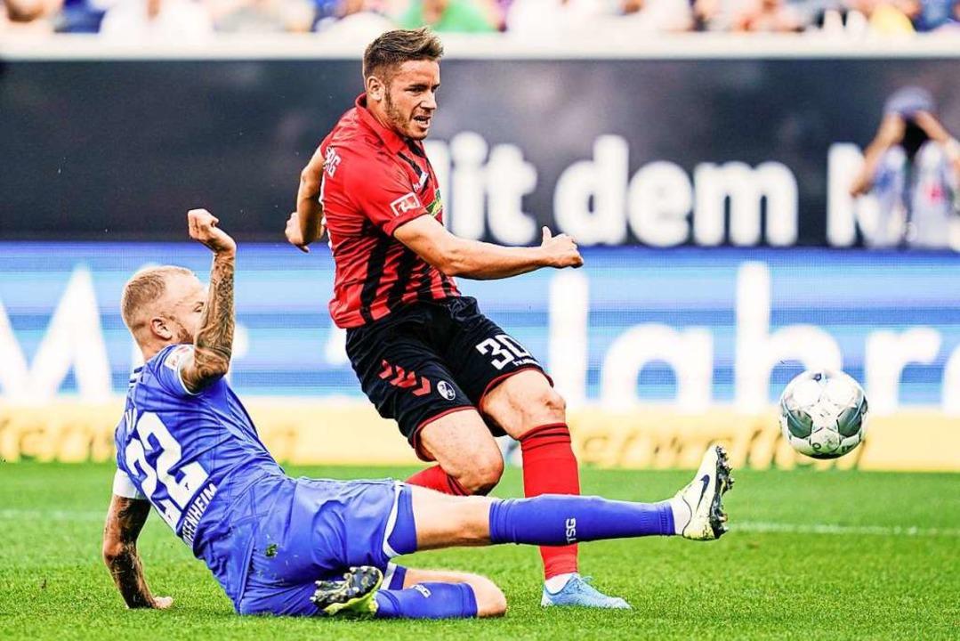 Das frühe 1:0 geht auf sein Konto: Chr...enheims Kapitän Vogt durch und trifft.  | Foto: Uwe Anspach (dpa)