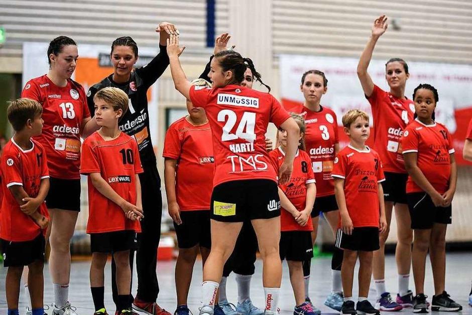 Impressionen rund um das erste Zweitliga-Heimspiel für die Frauen der HSG Freiburg in der Gerhard-Graf-Sporthalle. (Foto: Patrick Seeger)