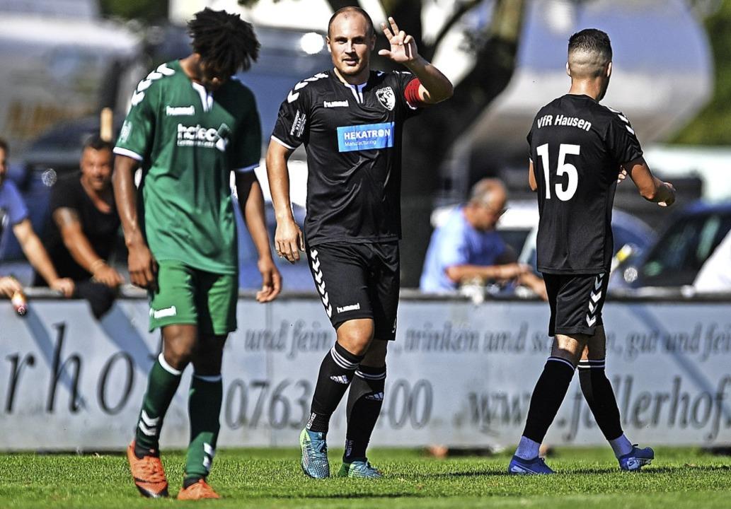 Florian Ries zeigt's an. Gegen U...m Kapitän des VfR Hausen drei Treffer.  | Foto: Patrick Seeger