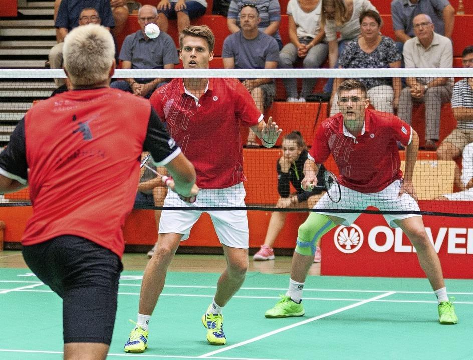 Jonas und Lukas Burger (hinten) verlor...BC Offenburg gegen die SG Schorndorf.   | Foto: Alexandra Buss