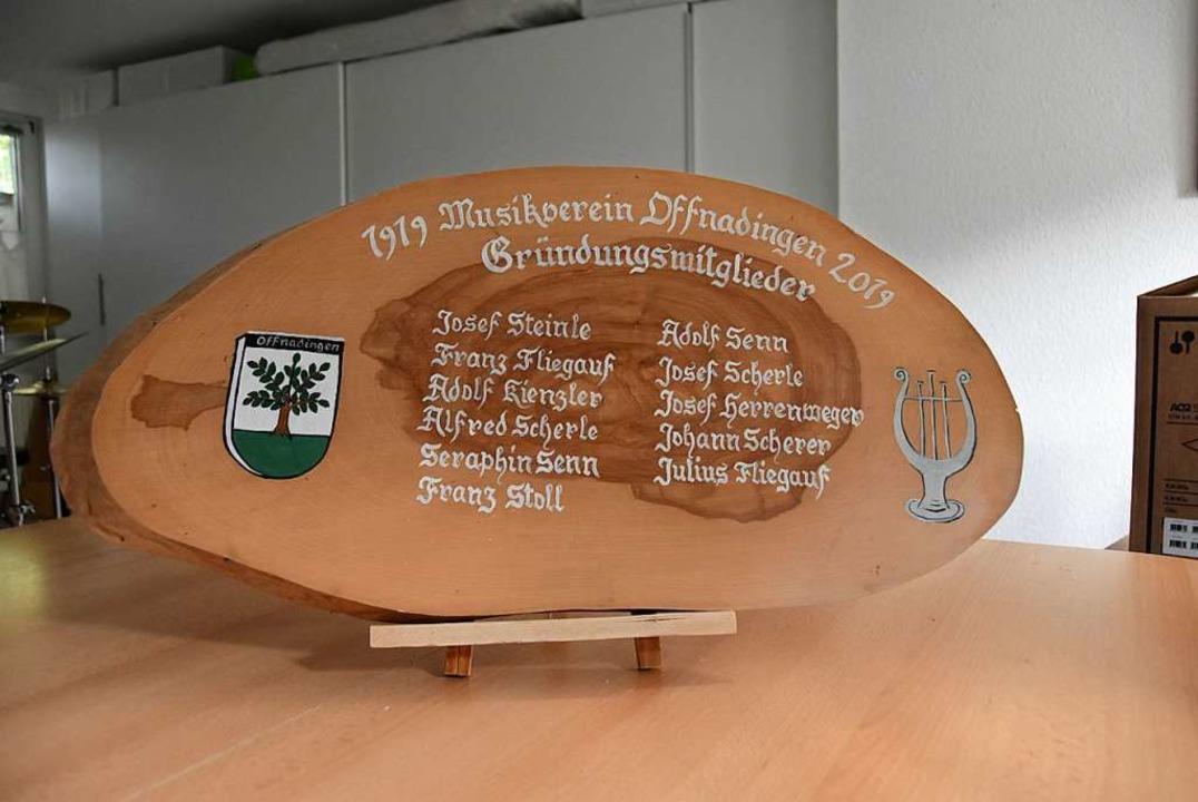 Auf dieser Tafel sind die Gründungsmitglieder des Vereins verzeichnet.  | Foto: Andrea Gallien