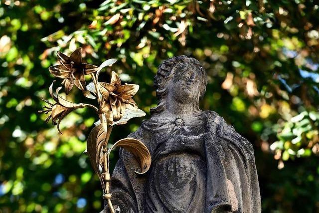 Unbekannte stehlen Strahlenkranz der Madonna am Oberlindenbrunnen
