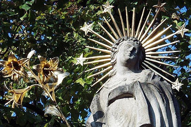 Unbekannte stehlen Strahlenkranz einer Madonna in Freiburg