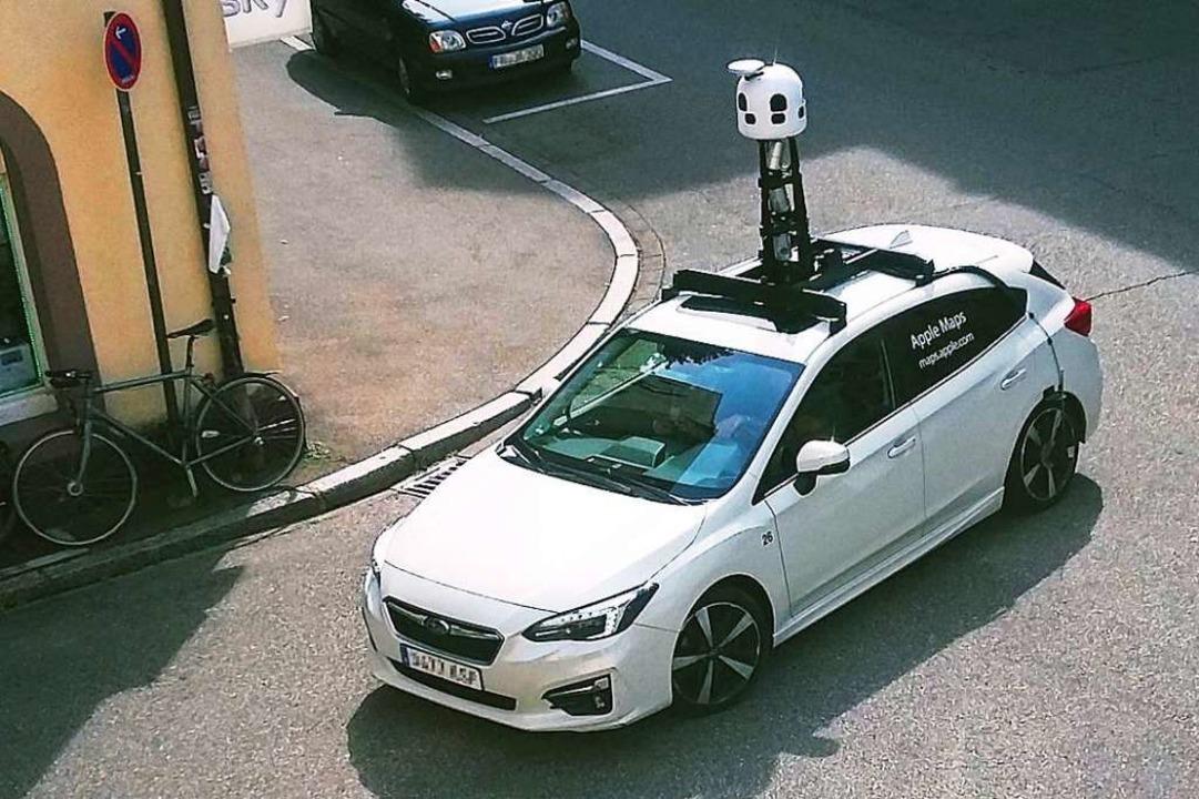 Das Apple-Maps-Mobil, gesichtet in der Freiburger Wiehre.  | Foto: Jens Kitzler