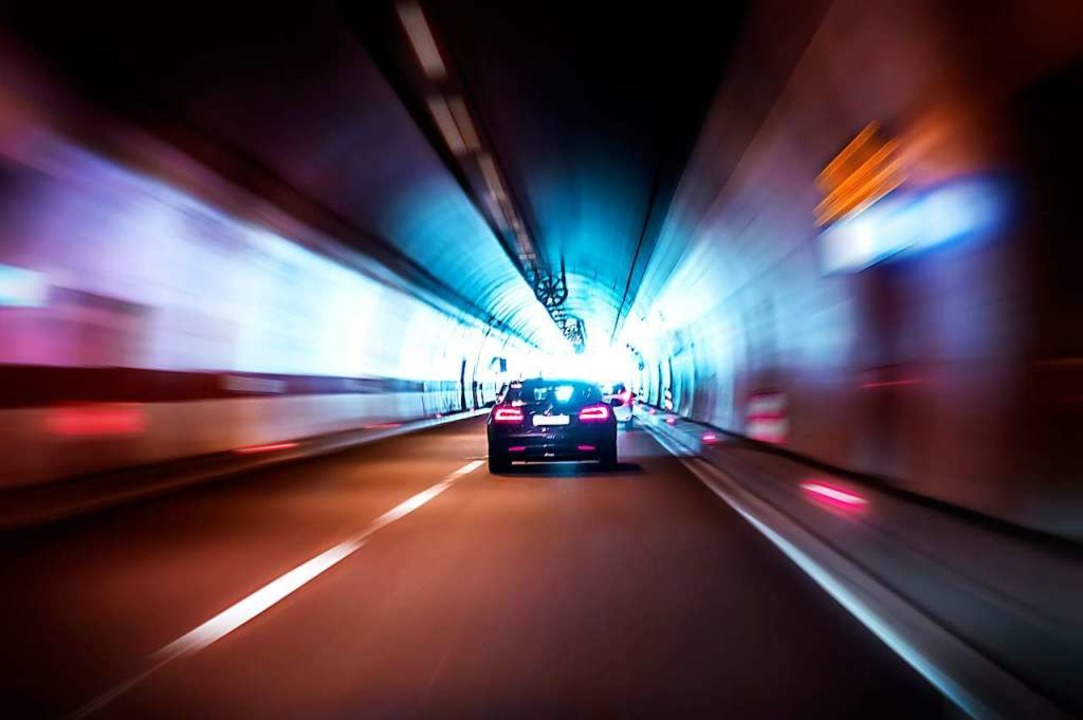 Erst ab 2032 könnten Autos durch den Tunnel fahren (Symbolbild).  | Foto: Daniel Krason/stock.adobe.com