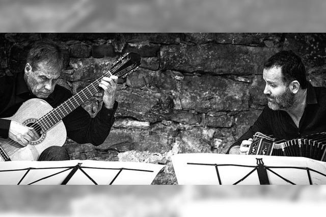 Friedemann Wuttke (Gitarre) und William Sabatier (Bandeon) gastieren im Schloss Bonndorf
