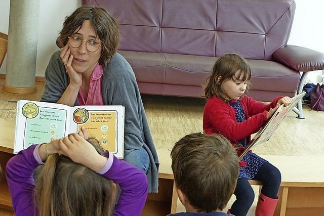 Nadège liest auf Französisch in Müllheim