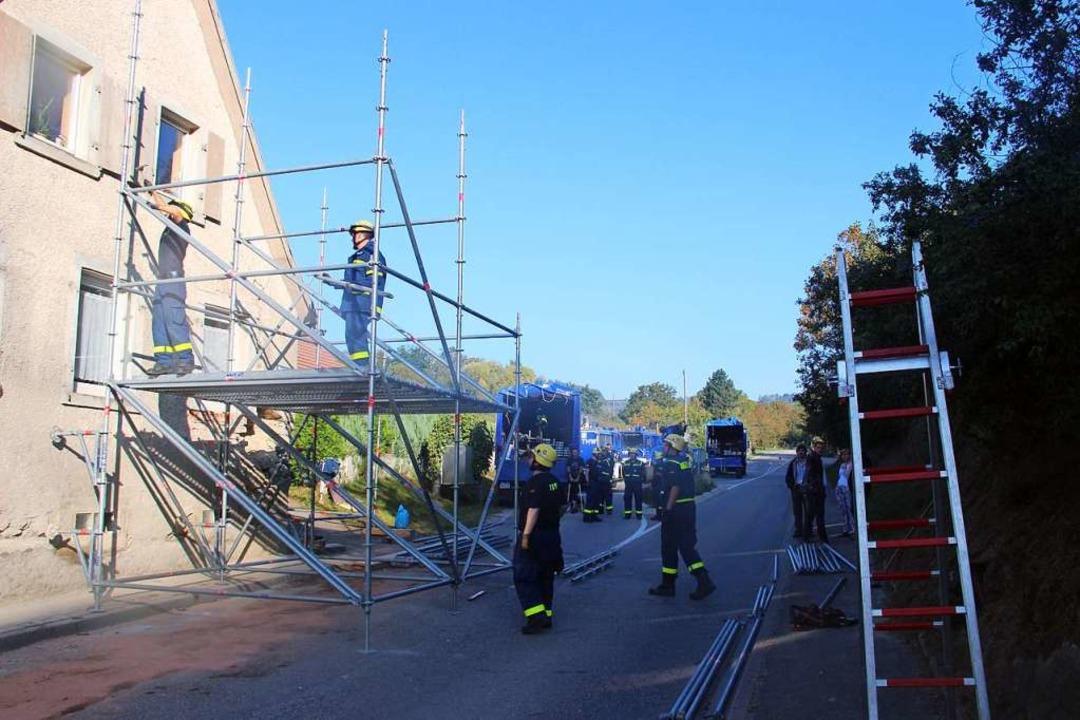 Für die Sicherungsarbeiten musste die ...agnachmittag komplett gesperrt werden.  | Foto: Horst David